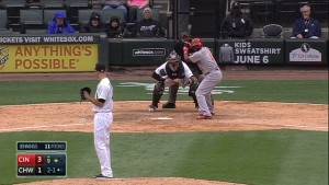 Brandon Phillips singles to center field to drive home Todd Frazier and extend the Reds' lead to 4-1 in the 9th inning