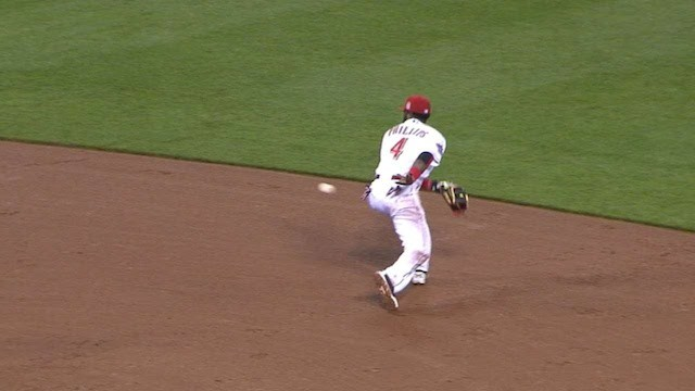 Reds React to Brandon Phillips' Behind-the-Back Flip